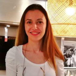 Anna es Graduada en Diseño Interior en Valencia y Almería, especializada en infografía, merchandising y arteterápia.Nos aporta el toque final a nuestros proyectos llenos de precisión y de frescura.Con más de una década de experiencia su gusto por el detalle, la innovación y la artesanía aporta un toque muy personal a cada diseño.
